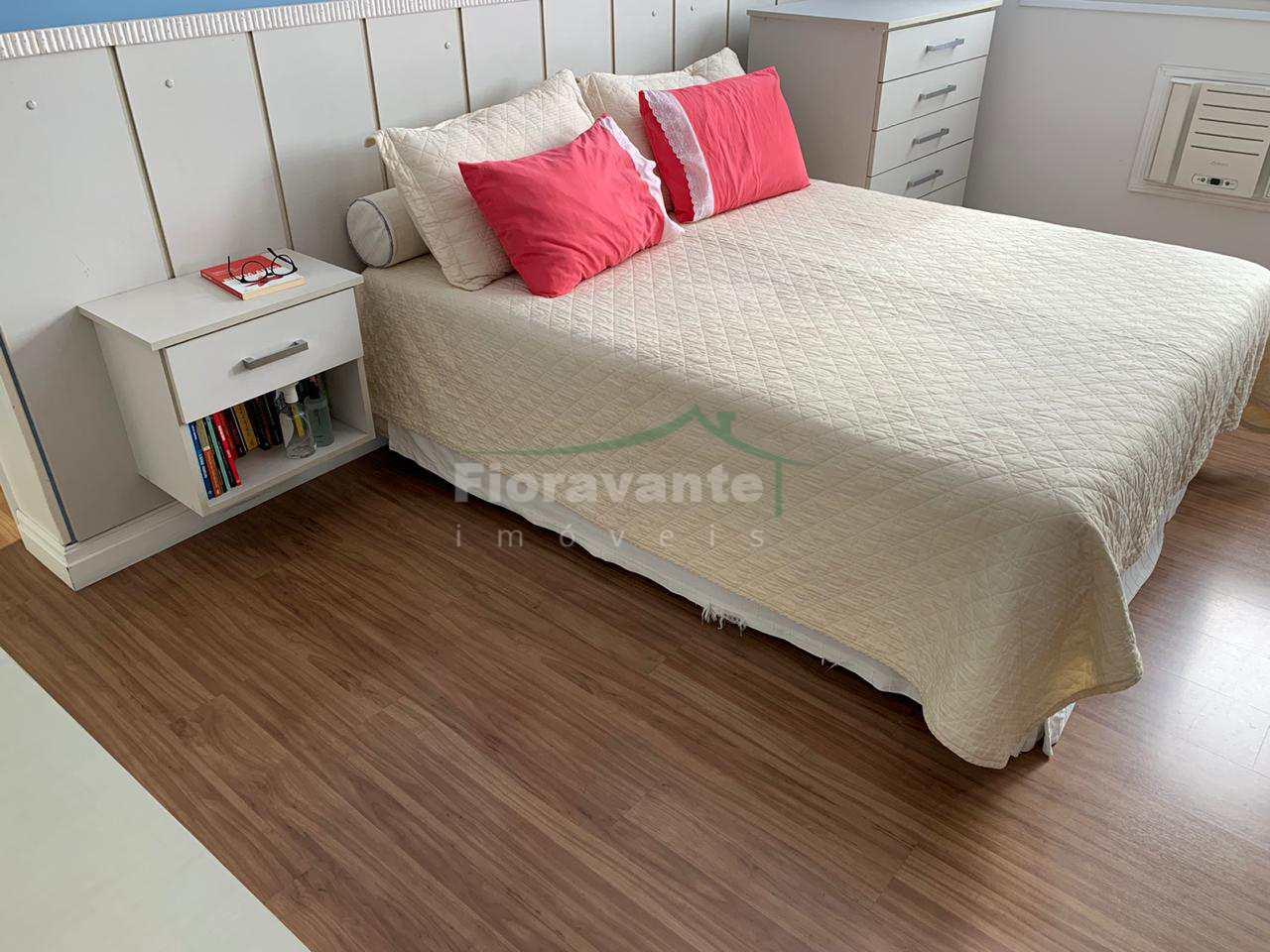 No Gonzaga, 3 dorms. (1 suíte) com 2 vagas privativas. Santos