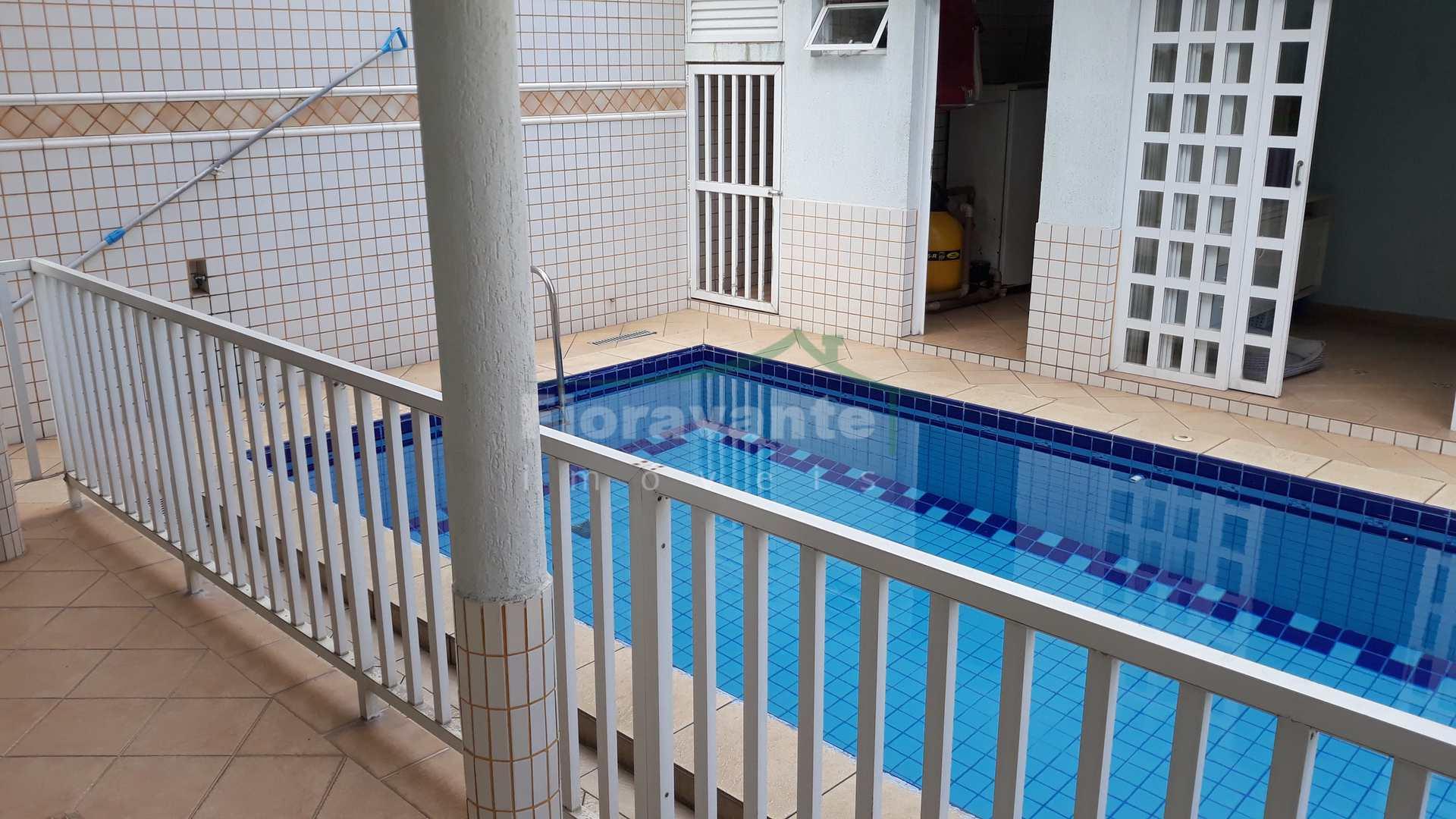 Sobrado, 4 dorms. (2 suítes), varandas, piscina e churrasqueira