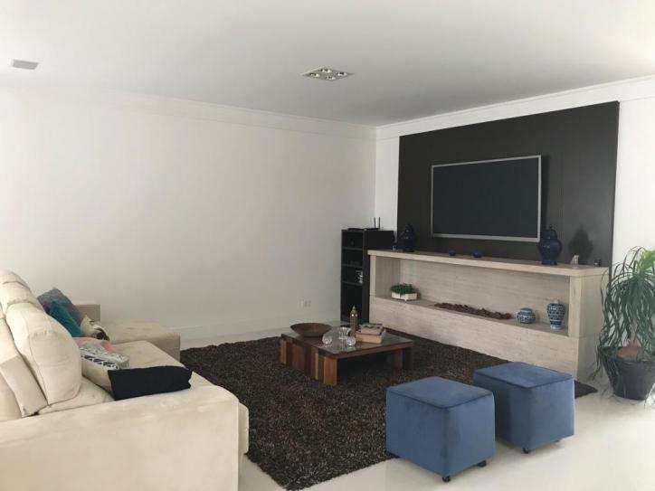 Casa de Condomínio Alphaville, 4 suítes espaçosas, home theater