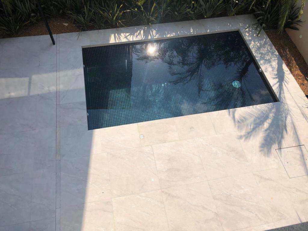 Excelente Casa de Condomínio com 4 suítes em Tamboré