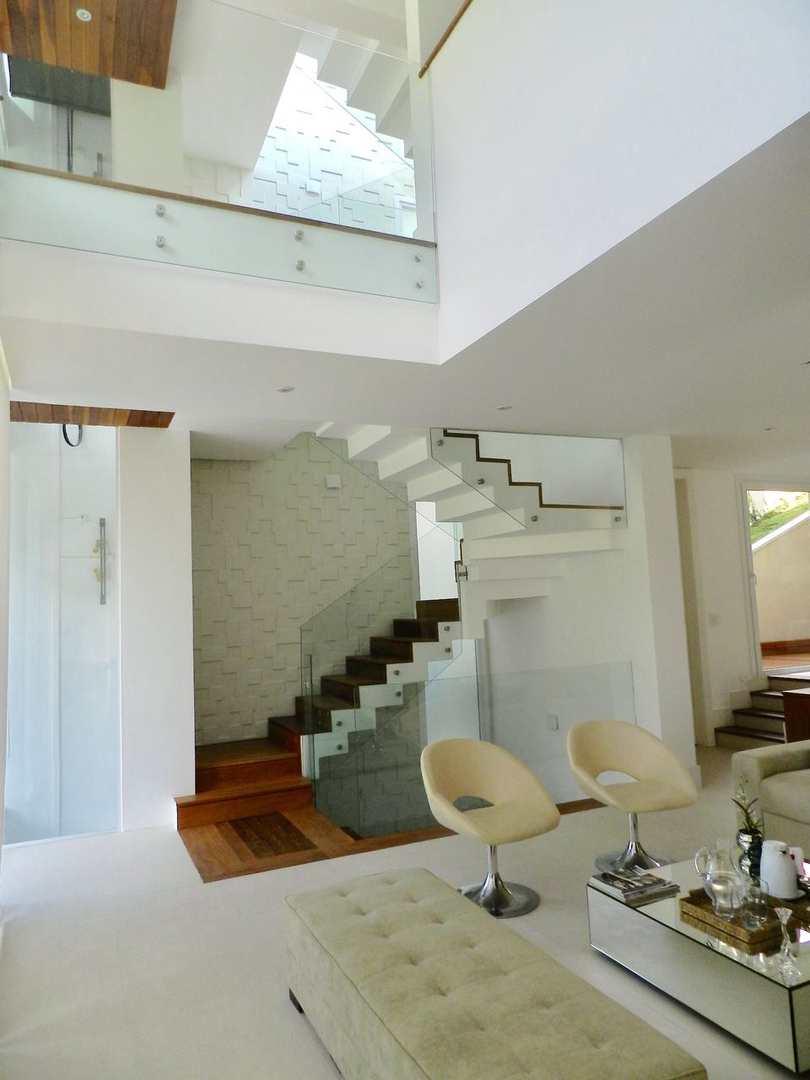 Casa de Condomínio Alphaville com 4 suítes, linda vista