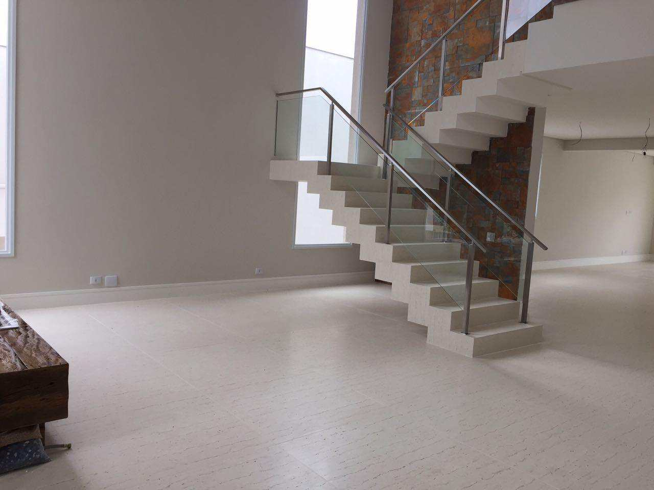 Nova Casa de Condomínio com 4 suítes, ambientes integrados