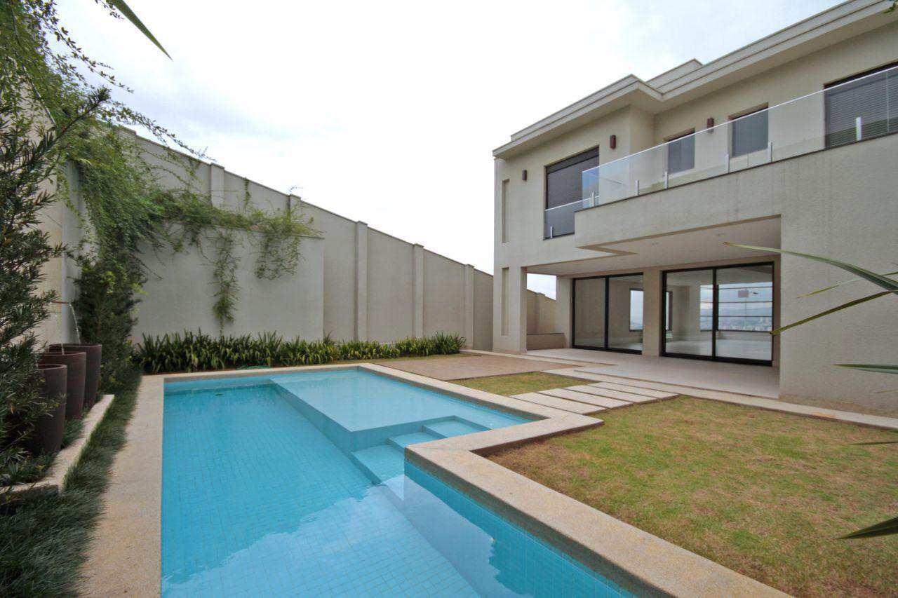 Casa de Condomínio Tamboré nova, projeto de renome e 4 suítes