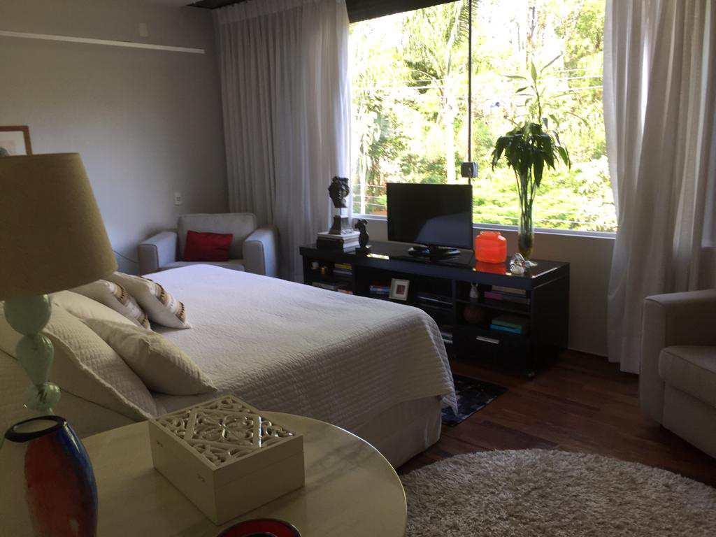 Casa de Condomínio com 4 suítes, amplo living