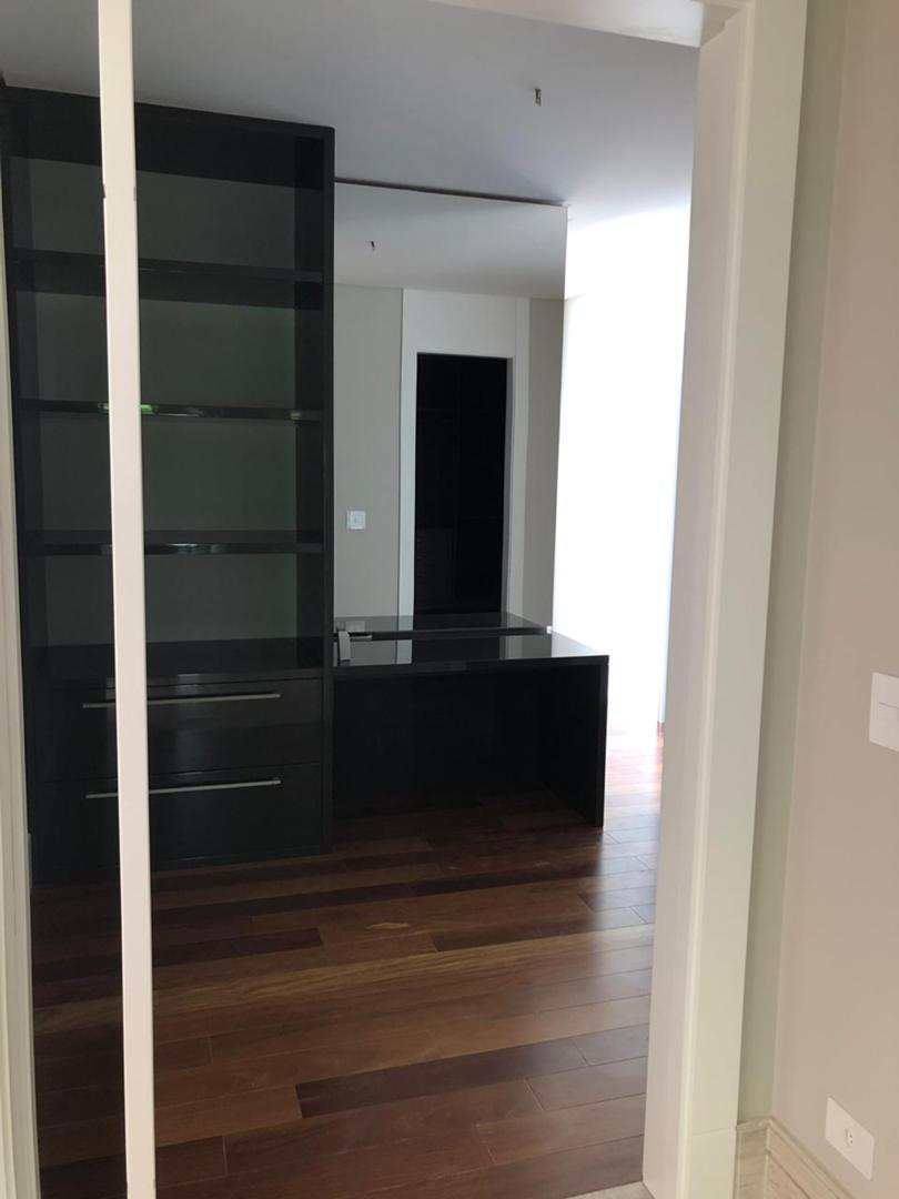 Casa de Condomínio com 4 suítes, espaço gourmet integrado