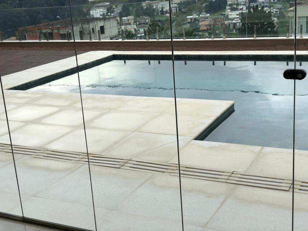 Casa de Condomínio Tamboré, nova, Alto Padrão com 4 suítes