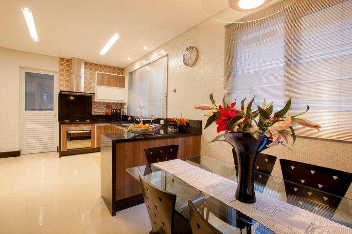 Casa de Condomínio Alphaville com 4 suítes, lazer integrado