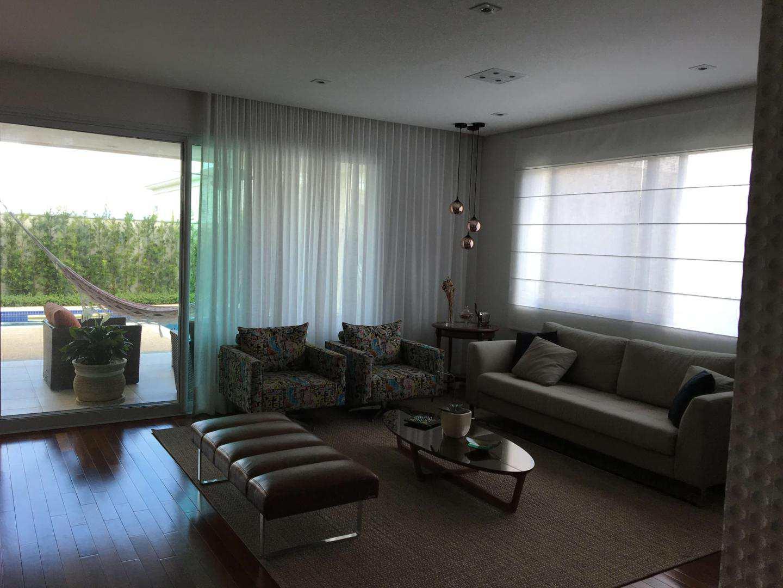 Casa Condomínio Alphaville com 4 suítes, totalmente integrada