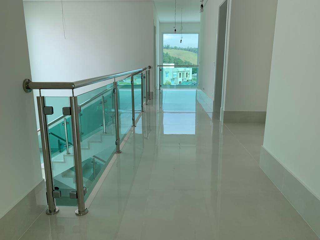 Casa de Condomínio Tamboré, nova e clean, 4 suítes