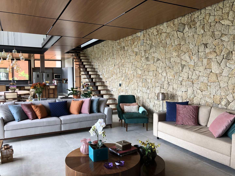 Casa de Condomínio Alphaville, totalmente mobiliada e decorada