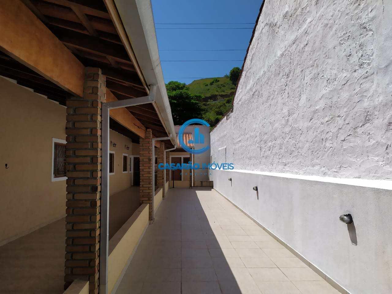 Casa com 3 dorms, Vila Nossa Senhora Aparecida, Caraguatatuba - R$ 260 mil, Cod: 9168