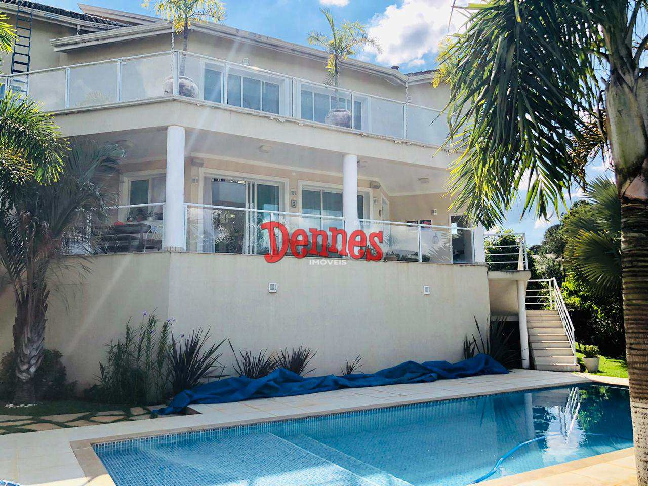 Casa - Condomínio com 4 suítes, Jardim das Palmeiras.