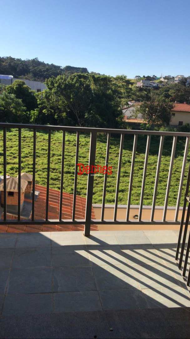 Casa com 3 dormitórios sendo 1 suíte, Jardim California.