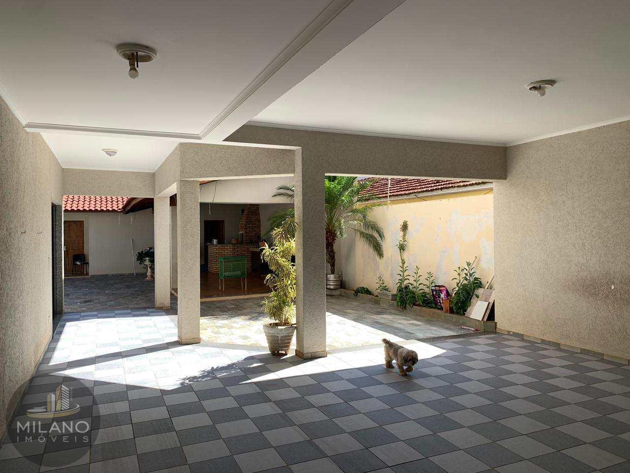 Casa/ sobardo  com 3 dorms, Vila Nova, Três Lagoas -