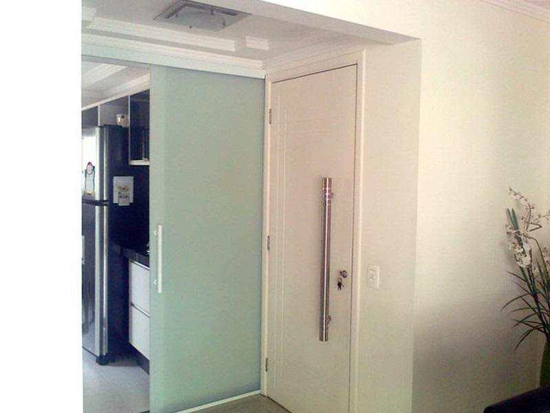 Sala p-elevador e cozinha