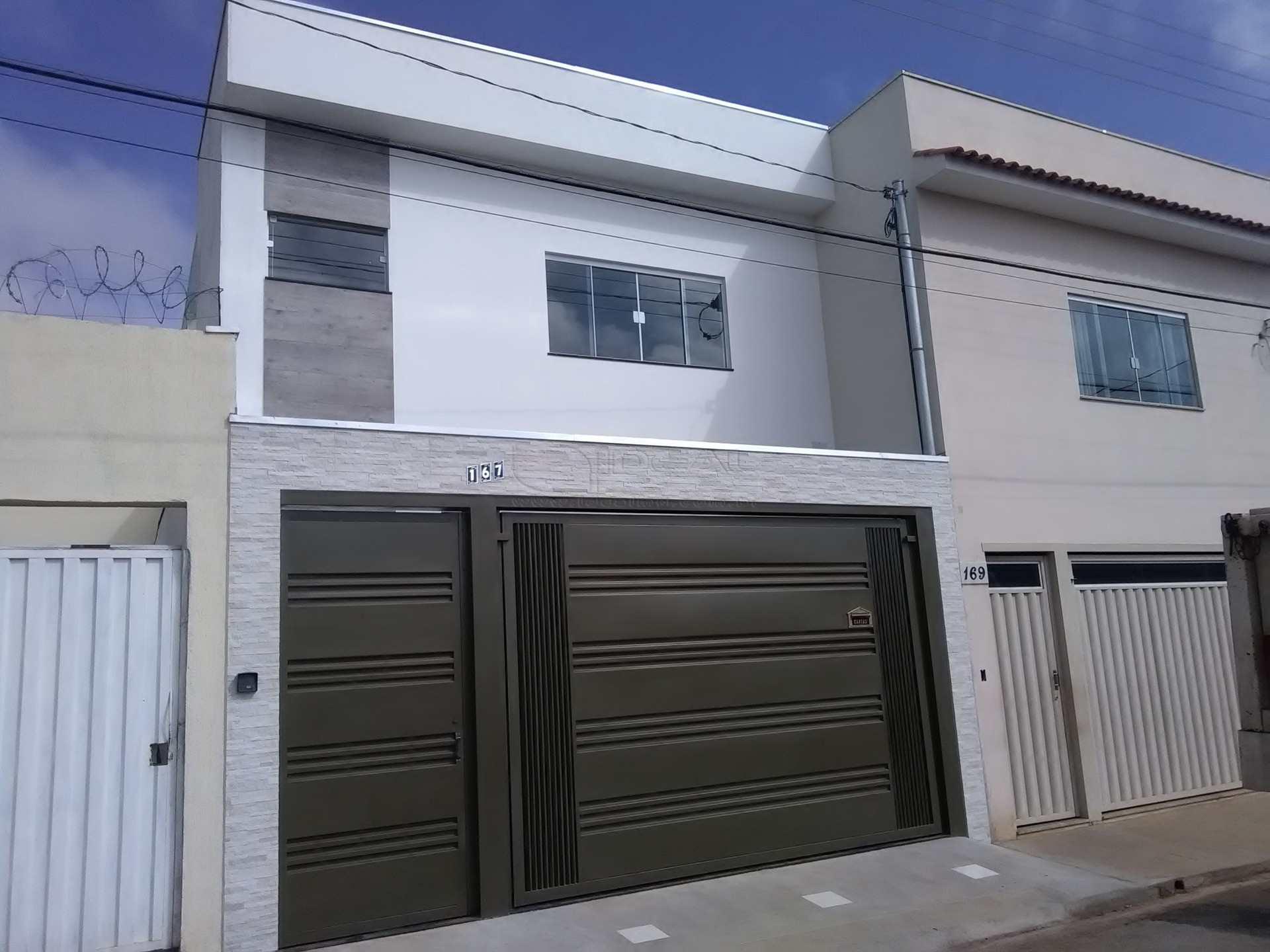 Sobrado em Alfenas, bairro Vila Santa Edwirges