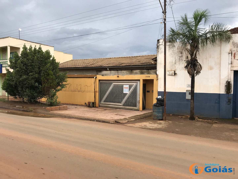 Casa com 4 dorms, Setor Central, Vianópolis - R$ 320 mil, Cod: 8973