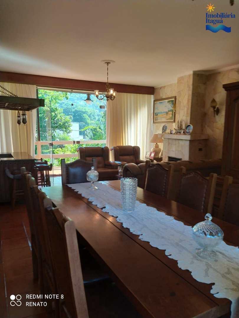 Casa com 3 dorms, Praia das Toninhas, Ubatuba - R$ 1.8 mi, Cod: CA1210