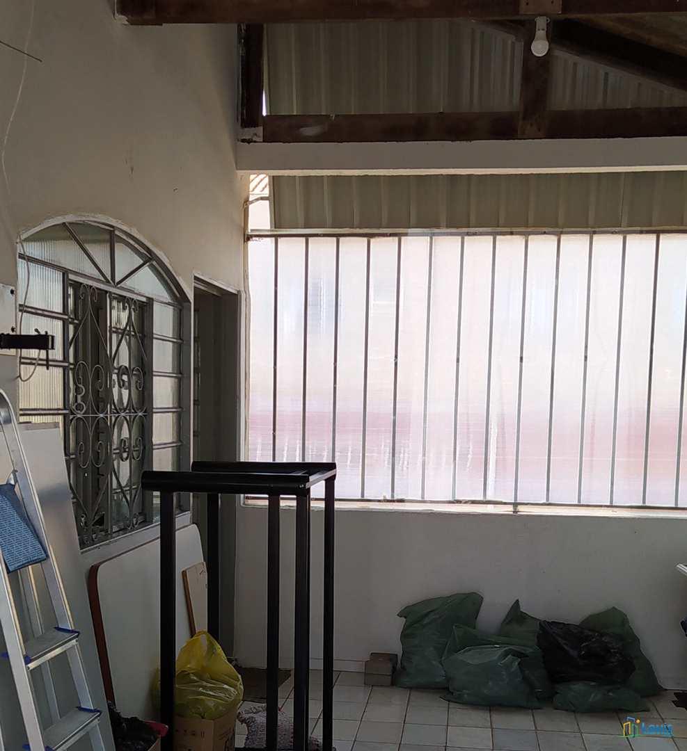 Sobrado c/ sala comercial, apto. e edícula, 200m² em Ibiporã.