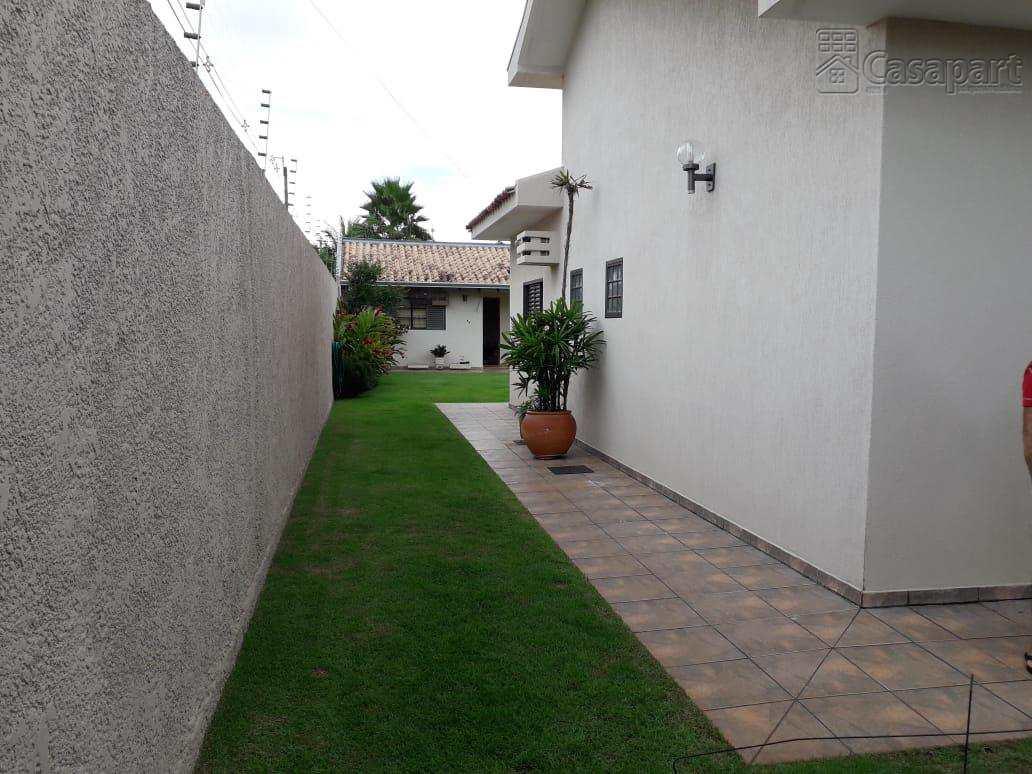 Casa com 3 dorms, Cidade Jardim, Campo Grande - R$ 900 mil, Cod: 339