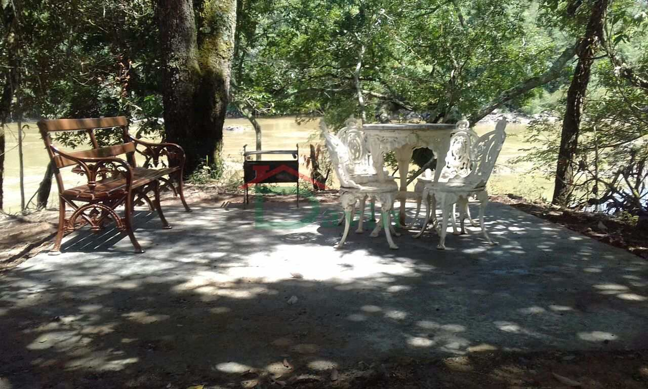 Rancho com 8 dorms, Centro, Nazareno - R$ 350 mil, Cod: 256
