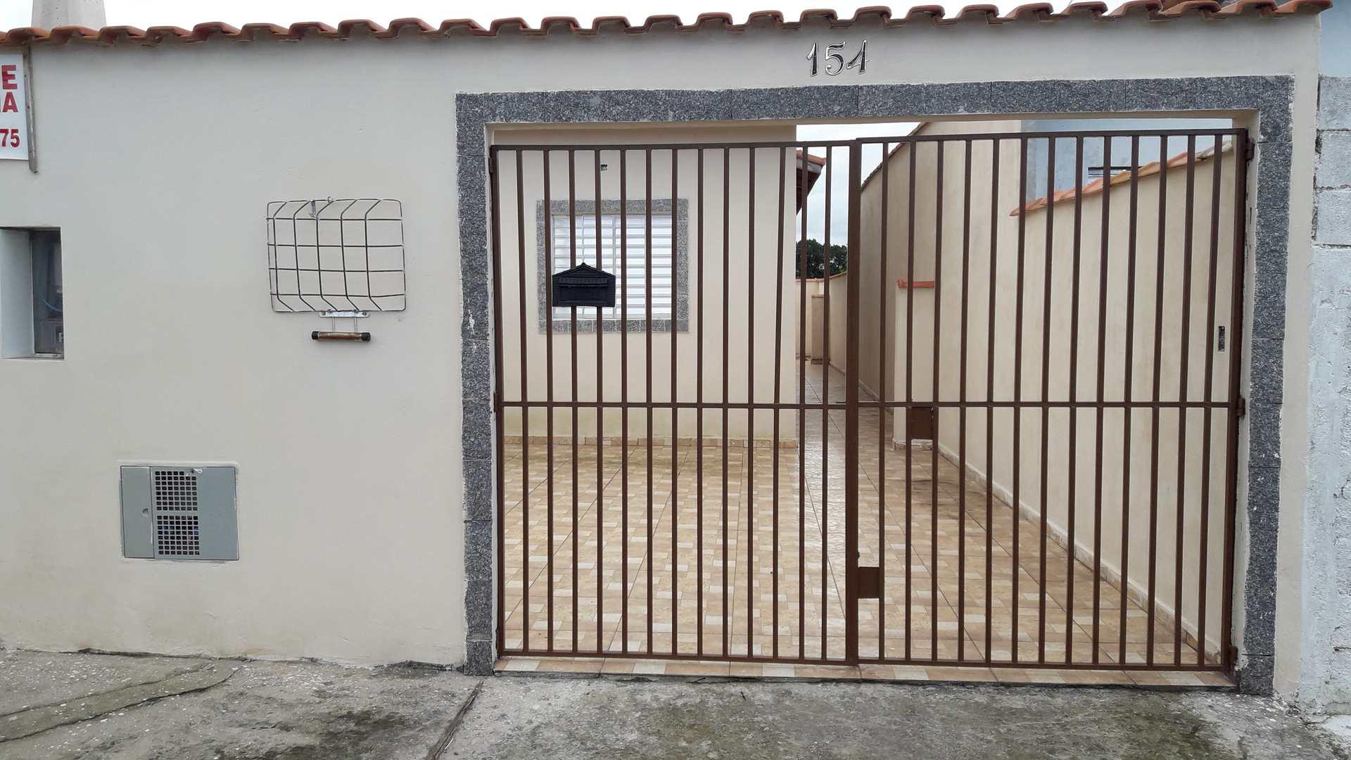 Bela casa em bairro de moradores, aceita financiamento