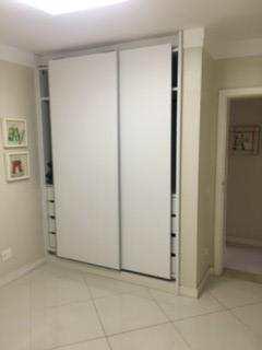 suite 2 3 armarios outra visao