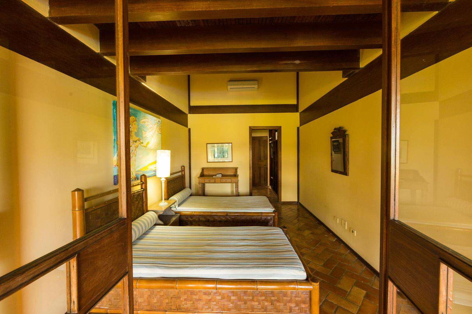 Casa com 4 dorms, Balneário Praia do Pernambuco, Guarujá - R$ 4.5 mi, Cod: 4609