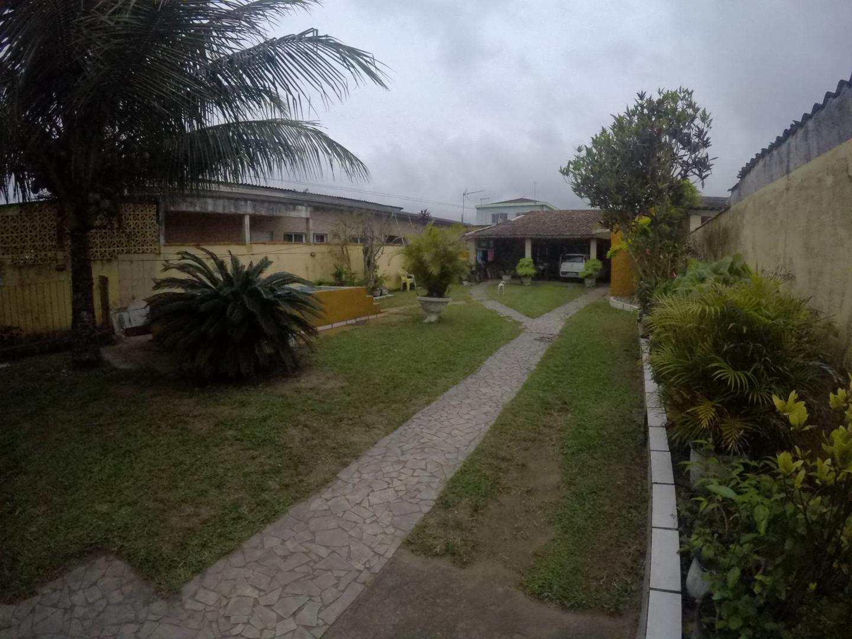 Casa Dois Dormitórios com Quintal Gigante Praia Grande