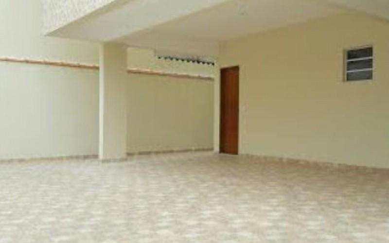 Linda Casa em condominio fechado, com 02 dormitorios amplo