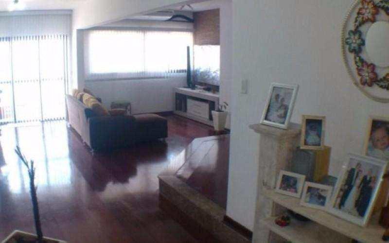 Apartamento no Canto do Forte 3 suítes de frente para o mar