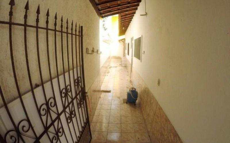 Linda casa geminada com ótima localização residencial na Praia Grande
