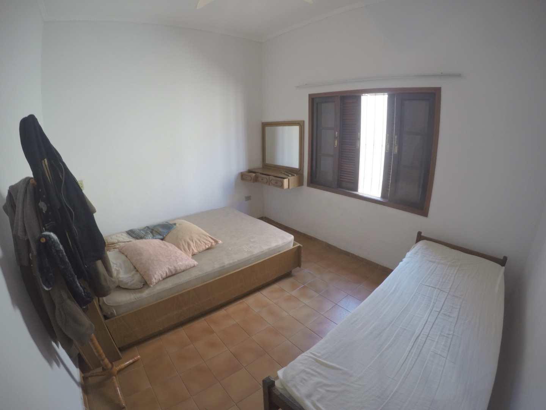 Casa com 3 dorms, Maracanã, Praia Grande - R$ 350 mil, Cod: 5916
