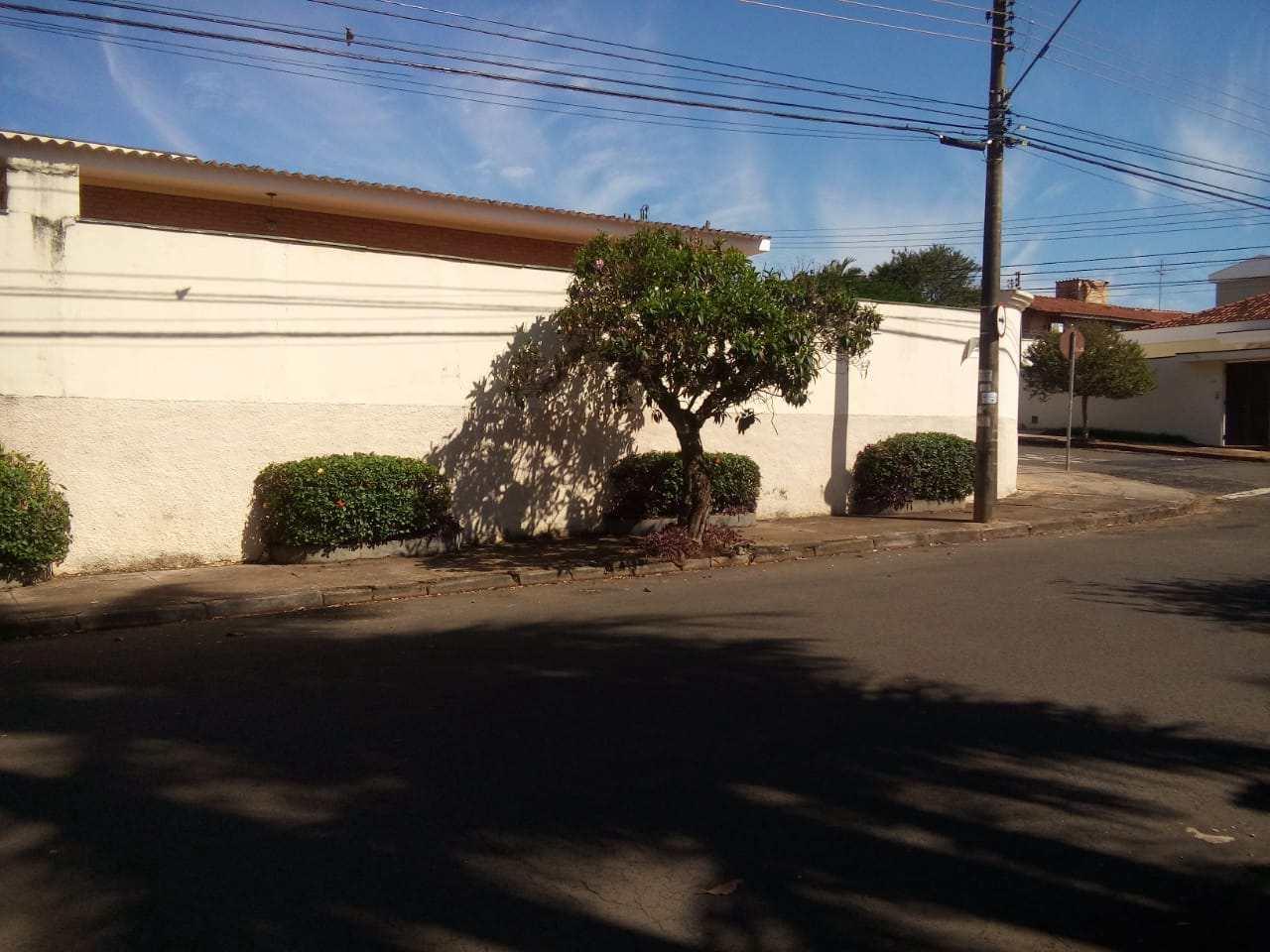 Casa com 3 dorms, Jardim São Luiz, Ribeirão Preto - R$ 450 mil, Cod: 1722831