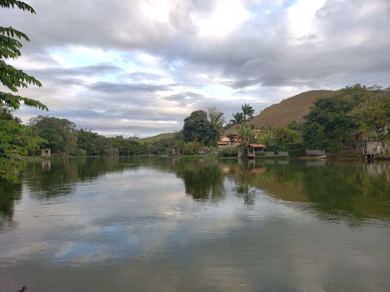 Chácara beira rio com 3 dorms, Itaoca, Guararema
