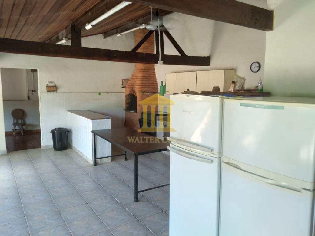 Área da Churrasqueira e Cozinha e Duas Geladeiras com Freezer