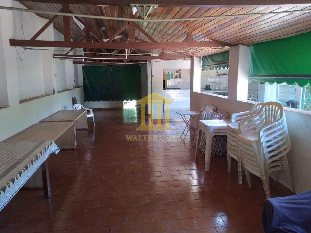 Barracão para Confrayternização. Com 8 Cadeiras e Mesas
