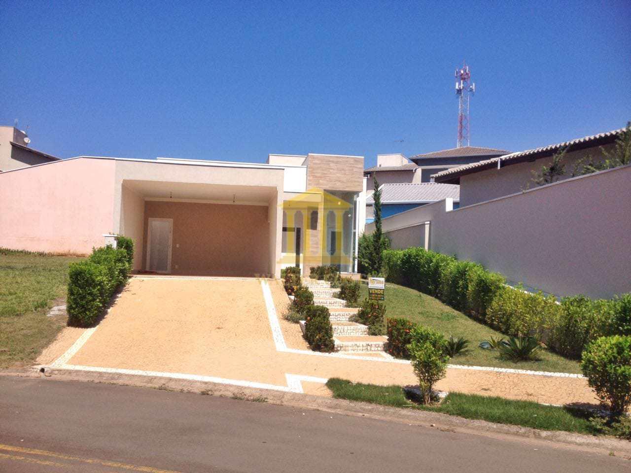 Casa de Condomínio, 3 suítes, 4 vagas de Garagem em Paulínia-SP