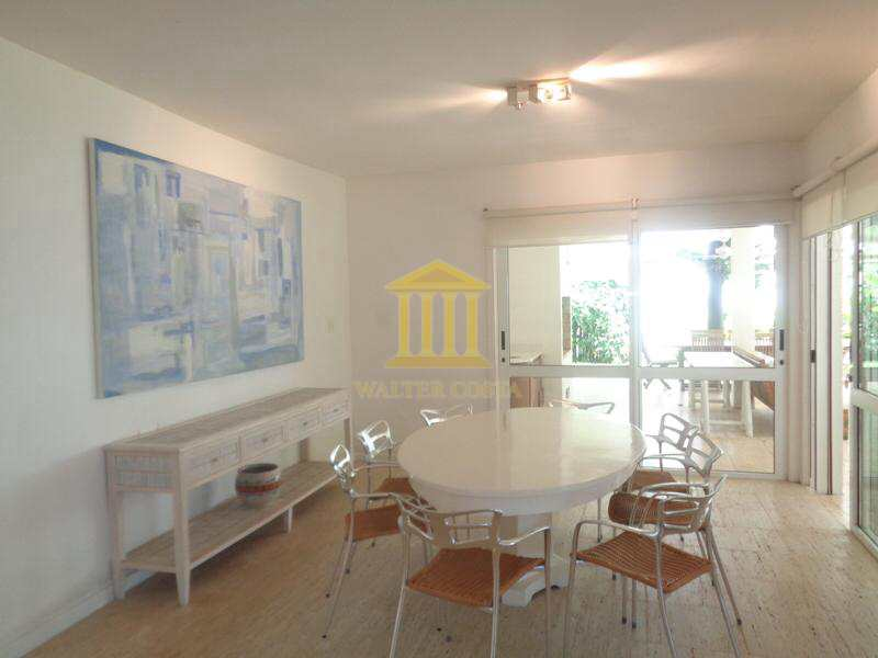 Casa de Praia em Condomínio com 5 Suites e 3 Vagas de Garagem