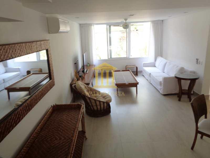 Casa de Praia em Condomínio, com 4 Dorms. na Praia da Baleia