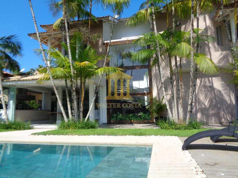 Casa de Praia em Condomínio com 4 Suites, na Praia da Baleia