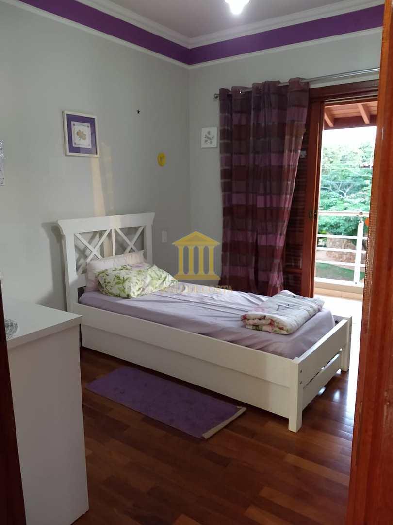 Linda Casa em Condomínio com 3 Dorms sendo 3 Suítes, Paulínia