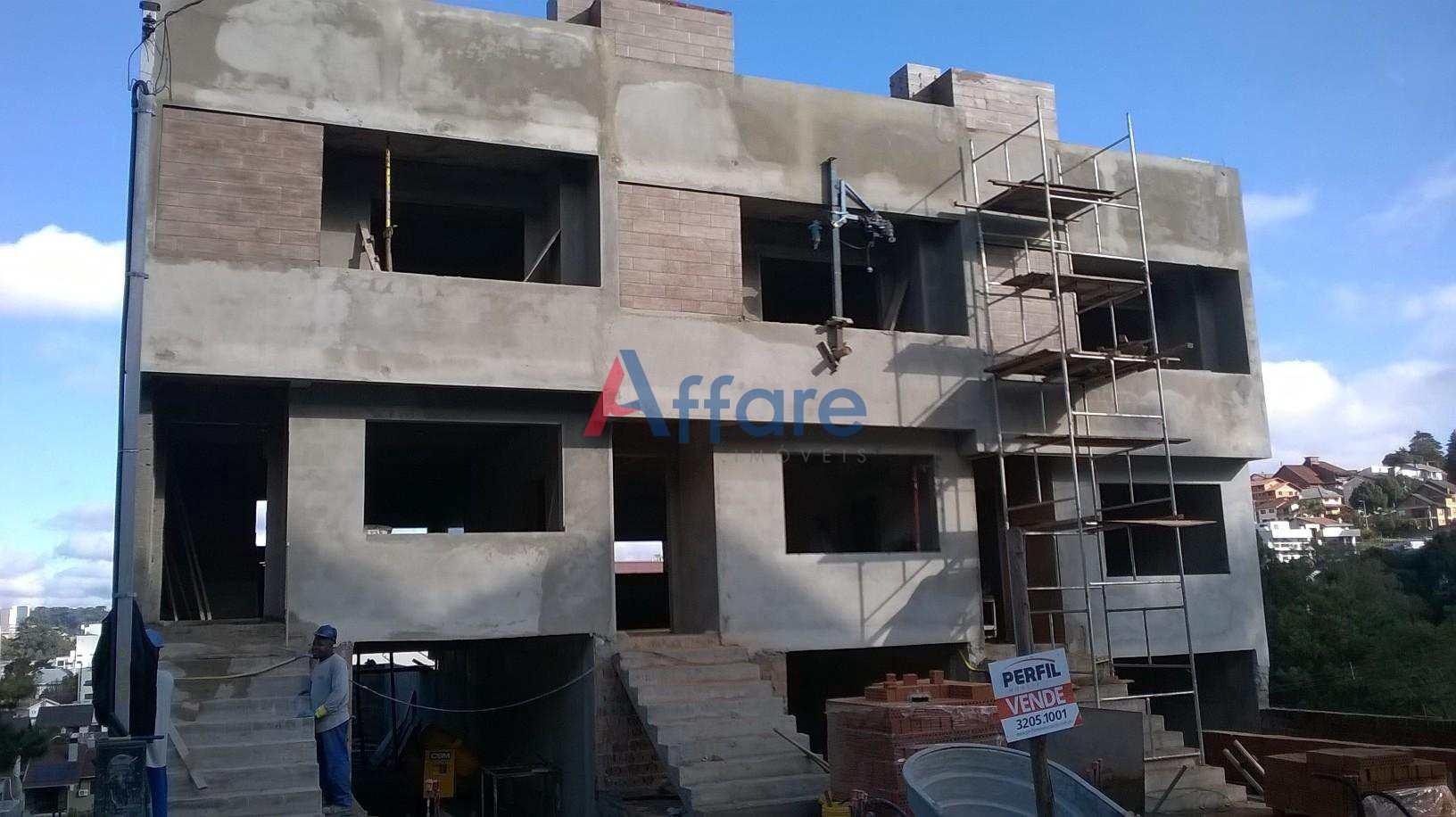 Sobrado com 3 dormitórios no bairro Altos do Seminário.