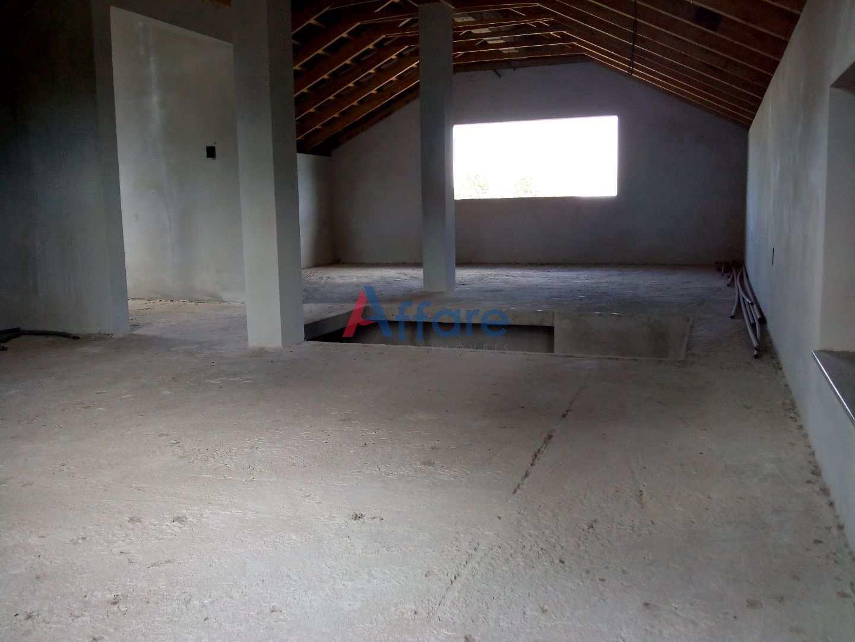 Casa C/ Área Total de 720m² - Bela Vista