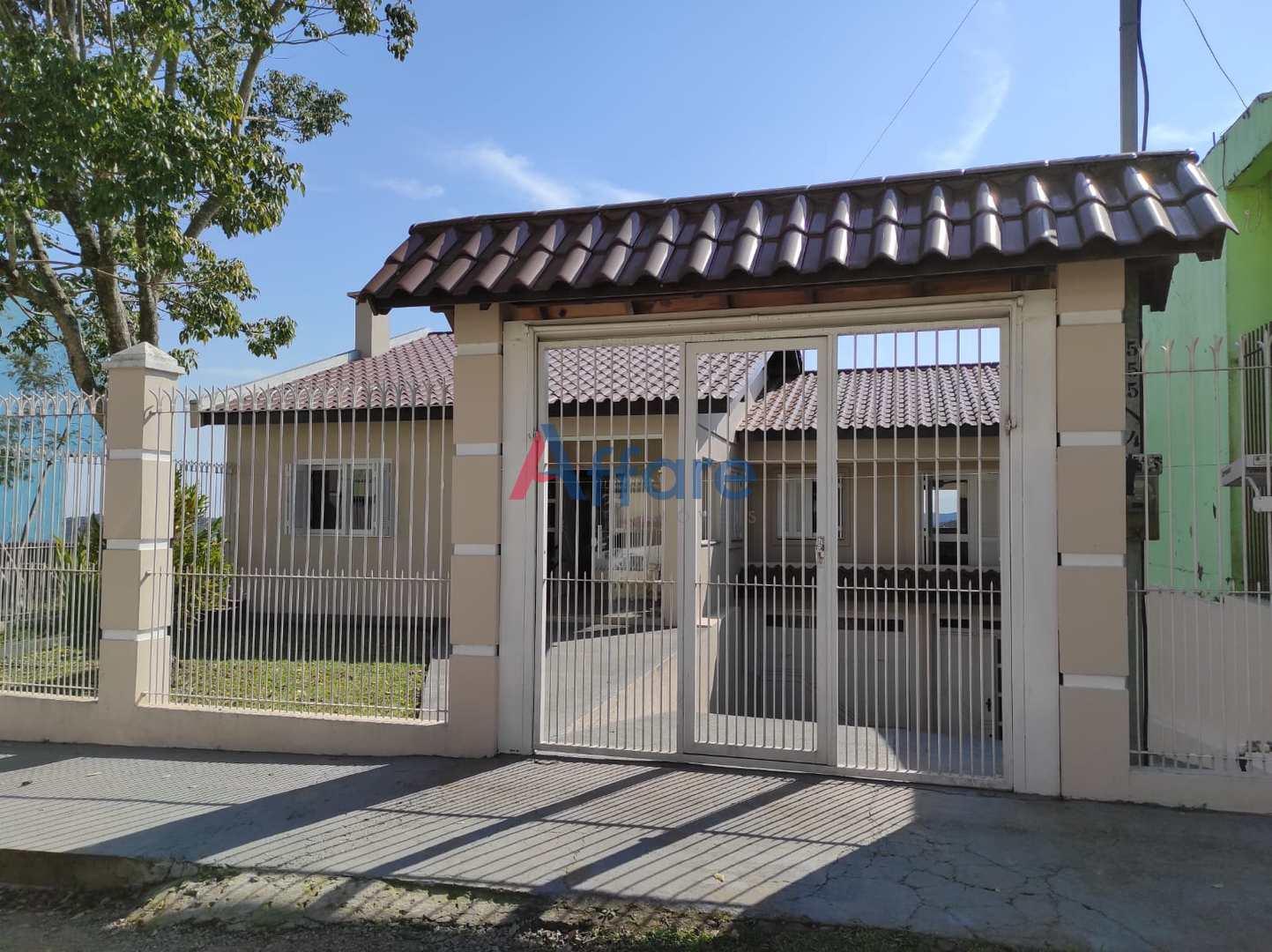 Casa Semi Mobiliada - 4 Dorm. - Santa Fé