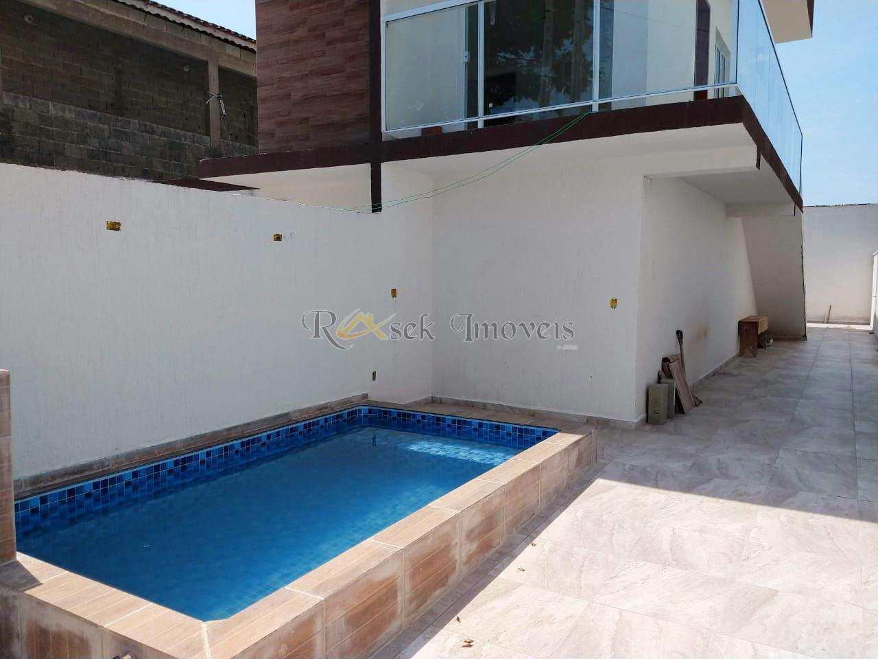 Casa com 3 dorms, com piscina e lado praia - Cod: 97