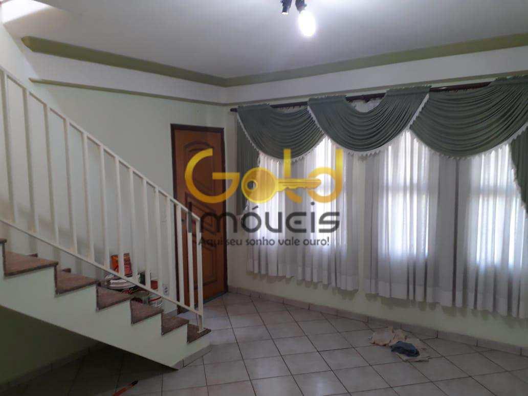 Excelente casa com 4 dormitórios na Vila Prado.