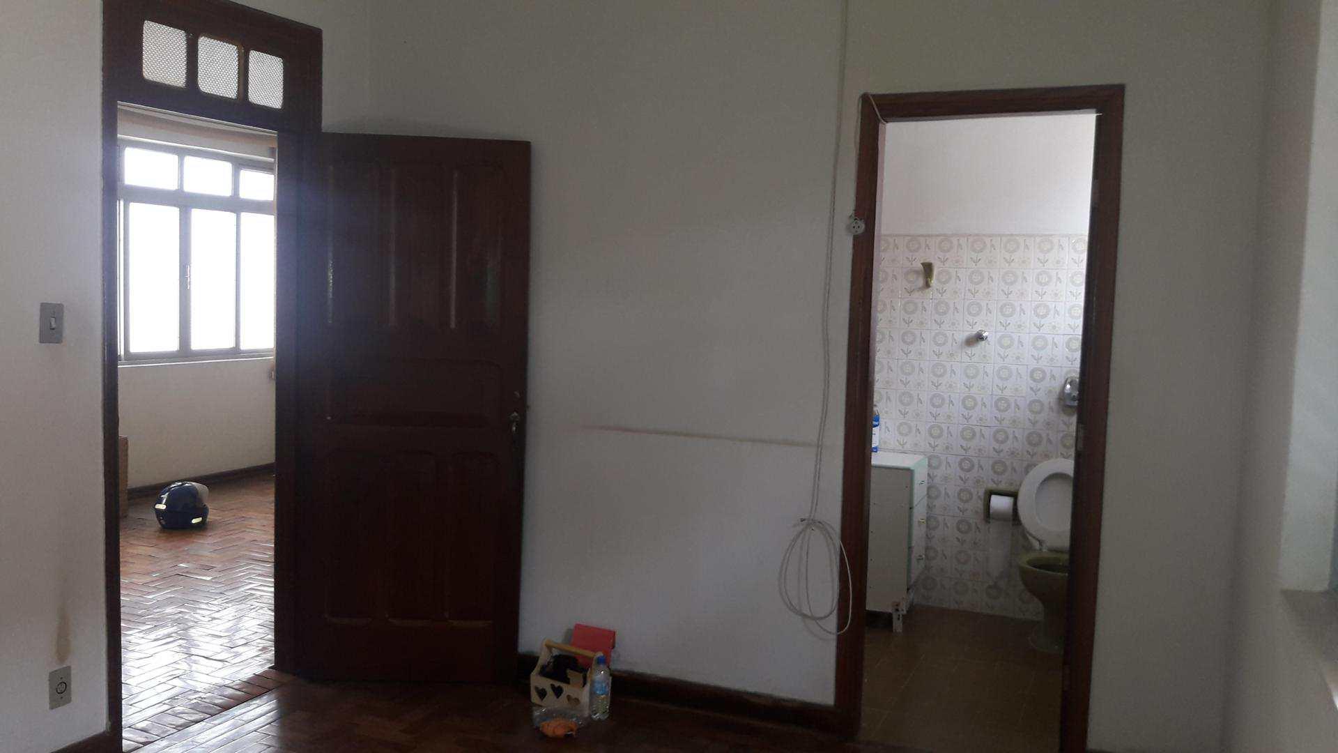 Casa com 4 dorms, Centro, Pouso Alegre - R$ 500 mil, Cod: 131