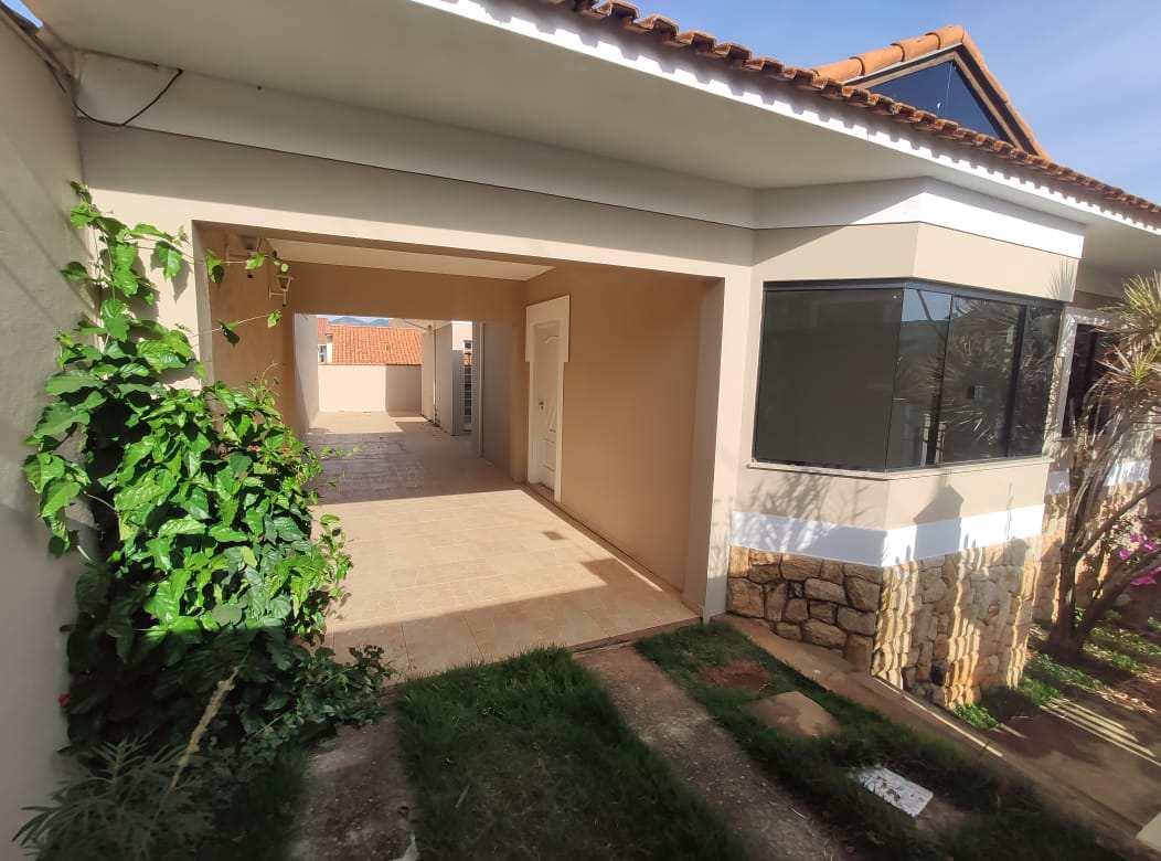 Casa com 3 dorms, Jardim dos Estados, Santa Rita do Sapucaí - R$ 420 mil, Cod: 325