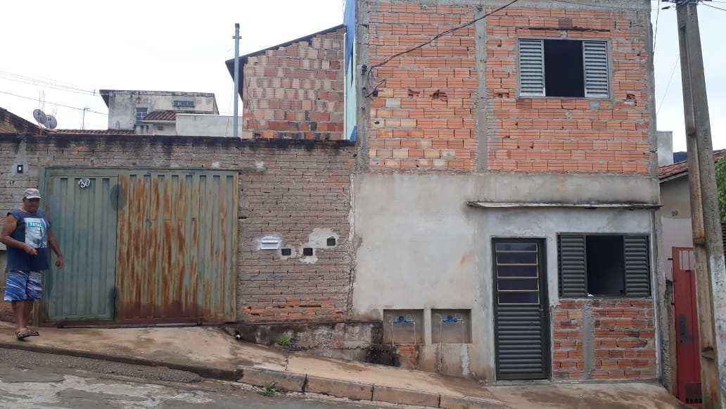 Casa com 6 dorms, Conjunto Pedro Sancho, Santa Rita do Sapucaí - R$ 150 mil, Cod: 198